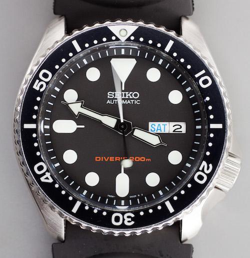Klassisk dykkerur fra Seiko. Bemærk design lighederne med Rolex'et længere nede.
